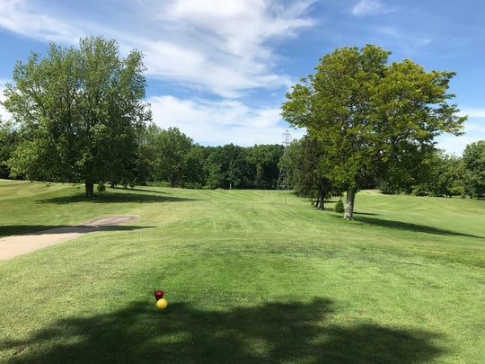 No. 10 at Twin Lakes Golf Course is another drivable Par 4 at 247 yards.