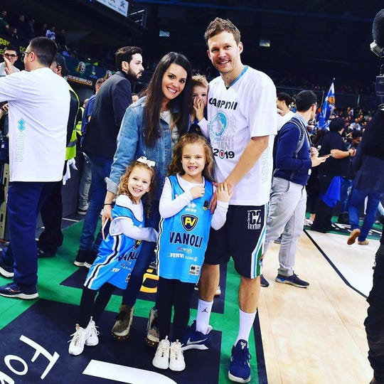 Travis Diener with his wife, Rosemarie, and their three children, Karina 7. Mila 5. Luca 2.