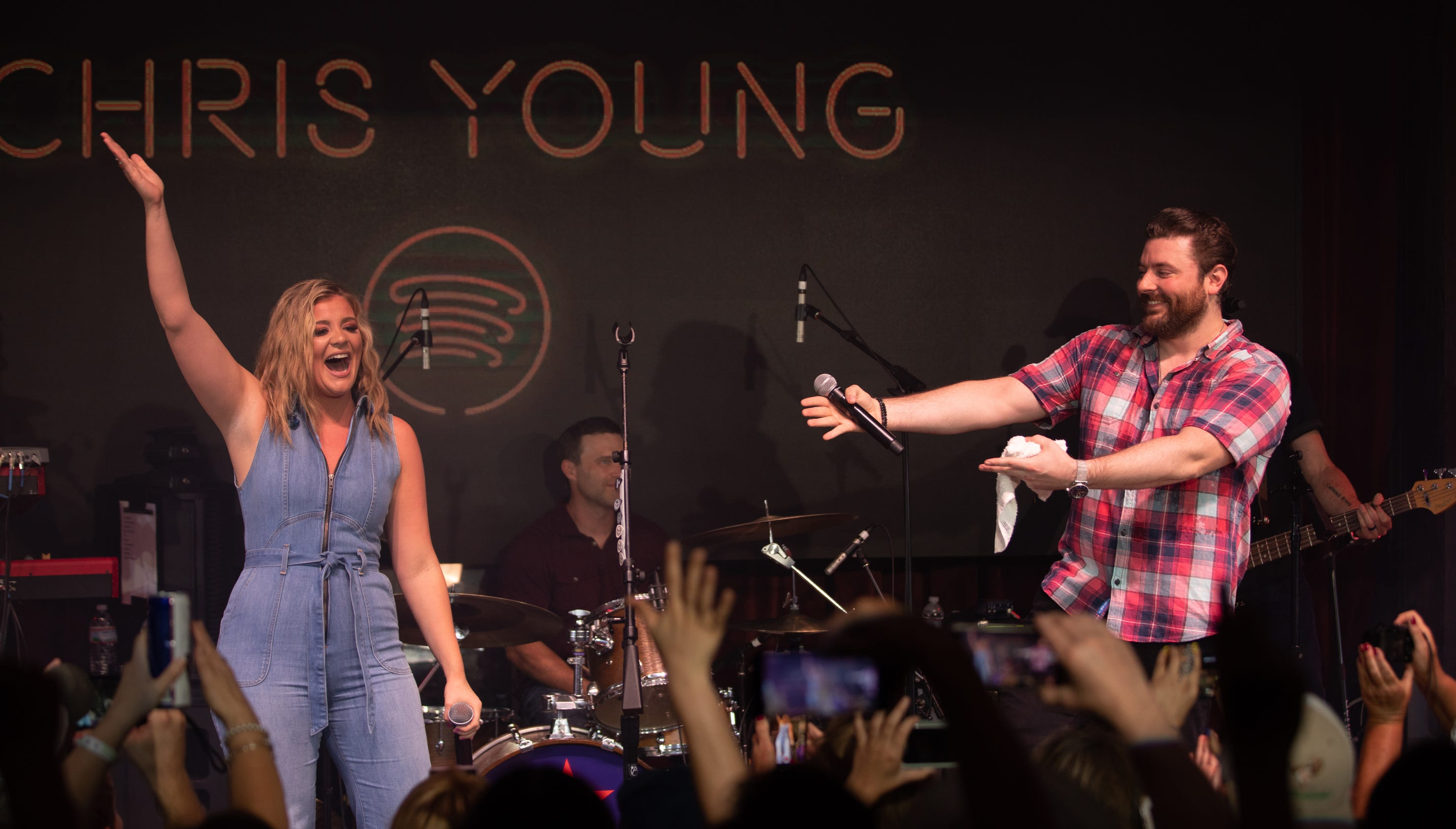Chris Young cries during new song 'Drowning,' unveils Lauren Alaina duet