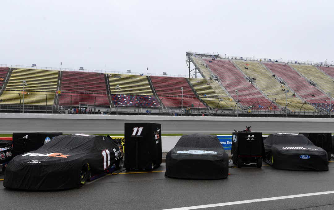 Cup race postponed until Monday because of rain 1