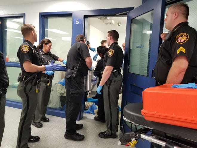 Sheriffs deliver a baby in the jail.