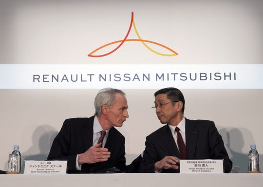 Renault Chairman Jean-Dominique Senard, left, and Nissan CEO Hiroto Saikawa address a press conference in March. Saikawa recently reiterated his reservations about a full merger with Renault, stressing Nissan must turn its business around first.