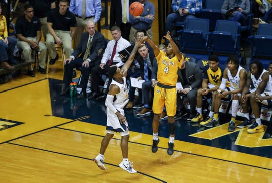 Bakari Evelyn had stronger numbers as a redshirt sophomore at Valparaiso, when he was the team's primary point guard. He was injured and more of a role player as a junior.