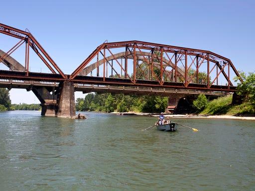Bill increasing raft, kayak permit fee passes Oregon legislature