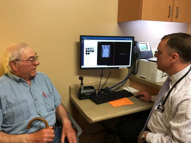 Bob looks over his six month scan with Doctor Groteluschen.