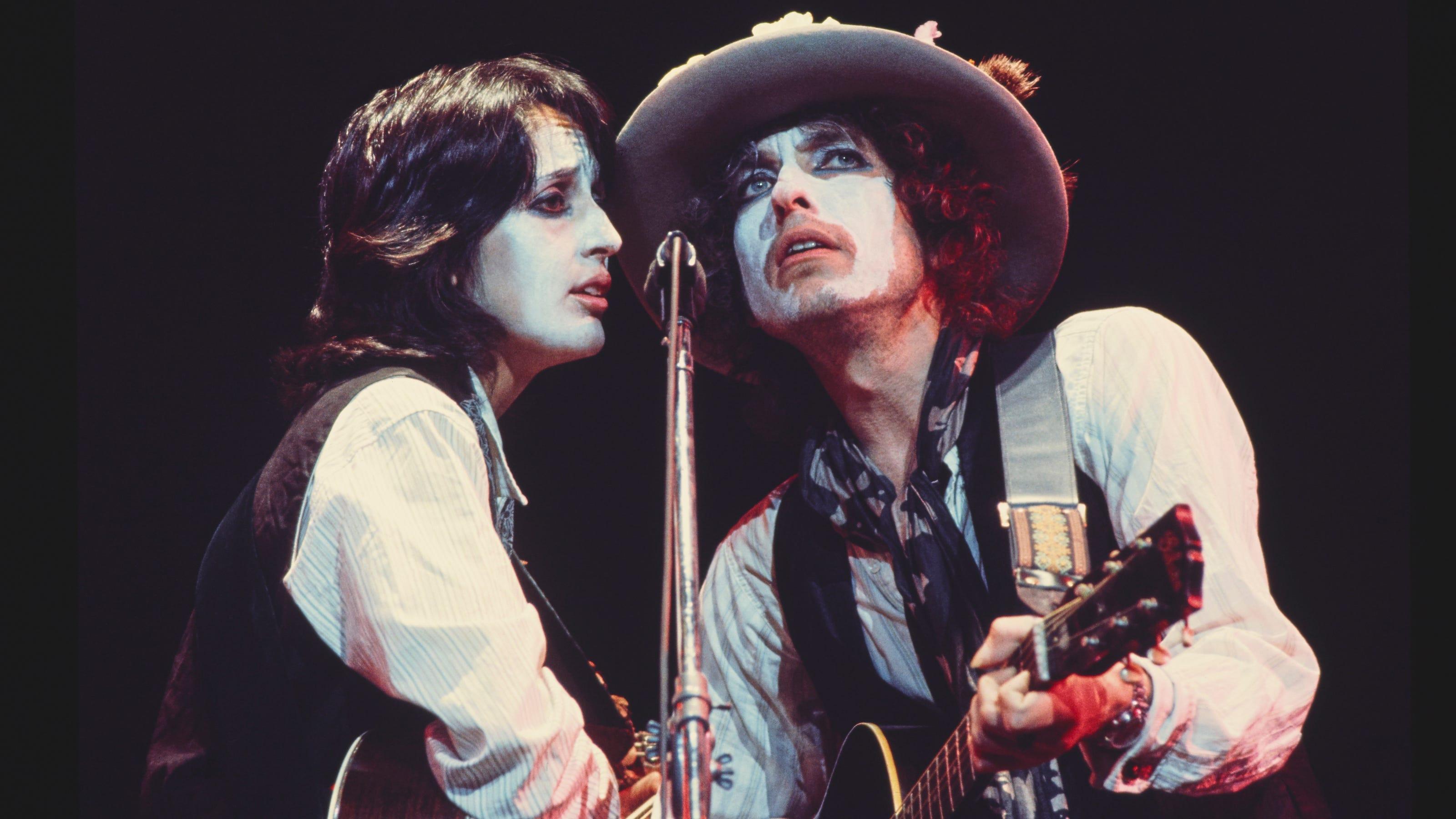 Bob Dylan Joan Baez Relationship At Heart Of Scorsese S Netflix Doc