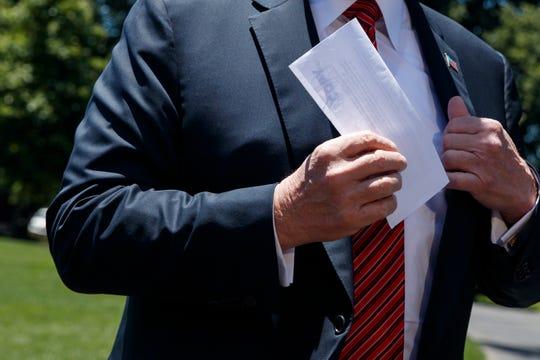 El presidente Trump no quiso mostrar el contenido del documento a los medios.