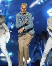Justin Bieber (foto) retó a Tom Cruise a una pelea en el octágono.