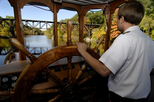 Captain Chris Chamberlain appeared here in October 2008 piloting the Princess Laura on the Great River in Great Majorgh.