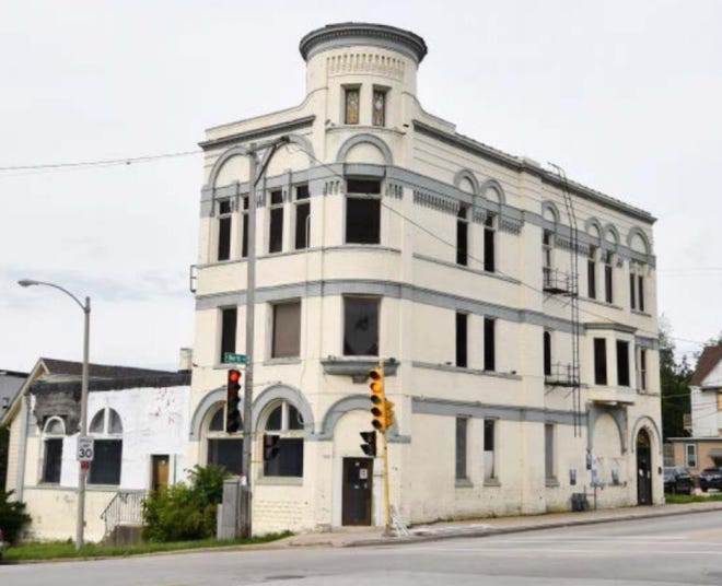 A historic tavern in Milwaukee's Riverwest neighborhood would be converted into condos under a new proposal.