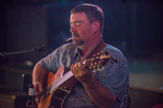 Jeff Roberts leads an open jam at the Thirsty Turtle in Millbrook. He'll perform Saturday at Carl's Country in Prattville.