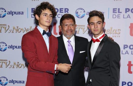 """El productor Juan Osorio (centro) confía en el éxito de """"Juntos, el Corazón Nunca se Equivoca"""", que protagonizan Emilio Osorio (izq) y Joaquín Bondoni (der), que se estrena el 23 de junio."""