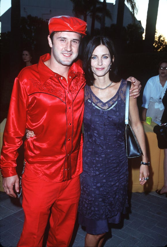 "David Arquette & Courteney Cox at the ""Snake Eyes"" premiere at the Paramount Theatre in Hollywood on July 30, 1998."
