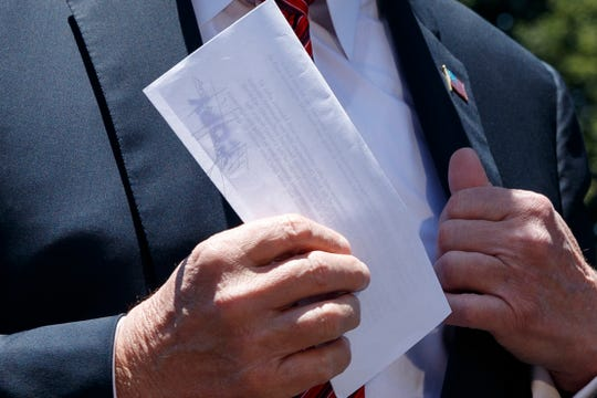 Donald Trump holds a letter while speaking to reporters before leaving for Iowa on the southern White House, Tuesday, June 11, 2019, in Washington. AP Photo / Evan Vucci) ORG XMIT: DCEV318