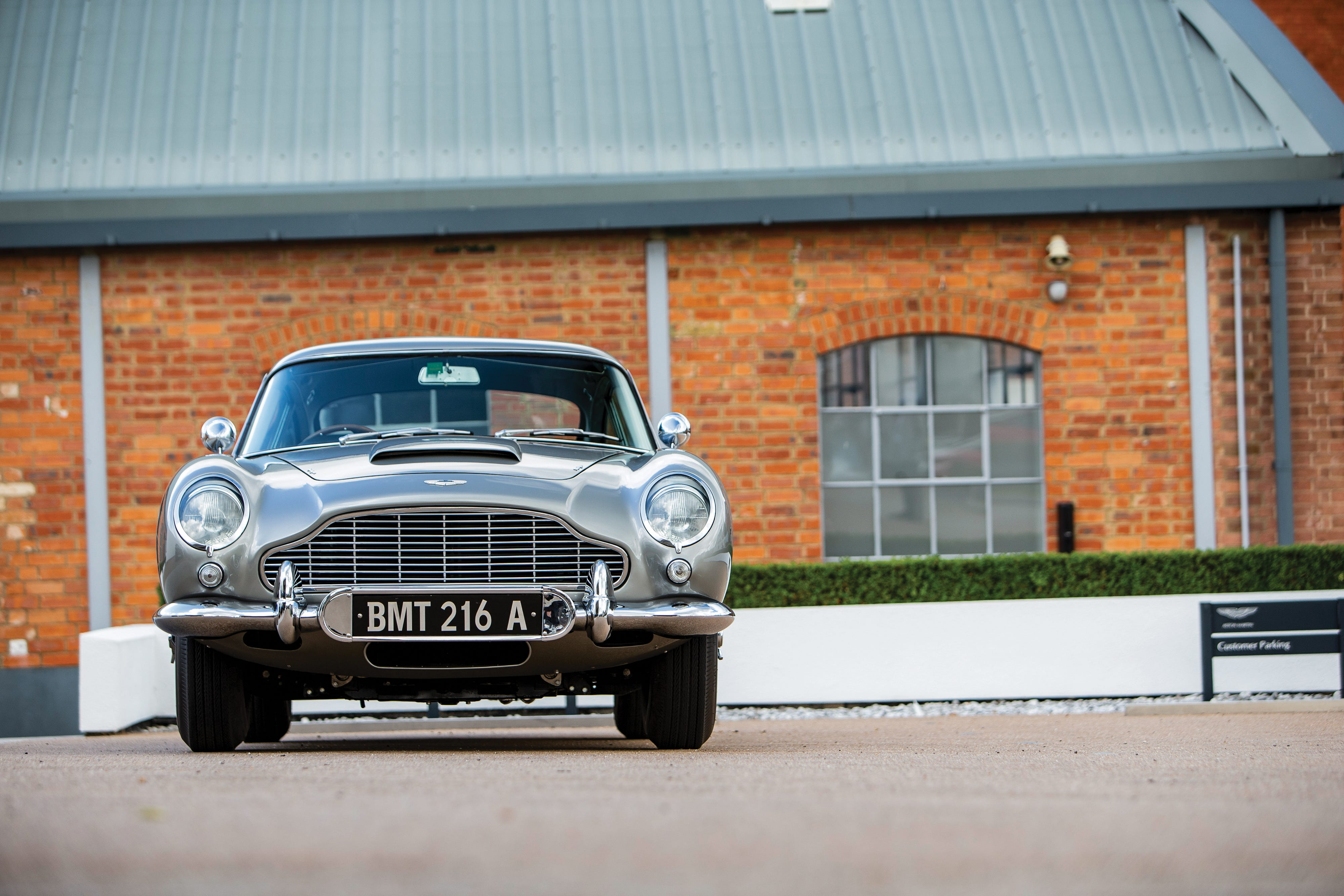 James Bond Aston Martin Db5 Goes Up For Auction
