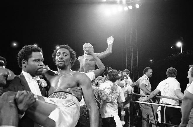 Hearns dibawa dari atas ring di Las Vegas, 15 April 1985 saat Marvin Hagler yang luar biasa merayakan kejuaraan kelas menengah dunia yang tak terbantahkan.