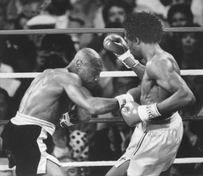 Di ronde ketiga pertarungan dihentikan sementara seorang dokter memeriksa luka berdarah di wajah Hagler, tapi pertarungan dibiarkan berlanjut.