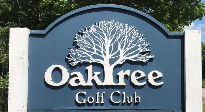 Oak Tree Golf Club is a great course located in Ontario that suits beginners and veterans and is a great course to hone your game.