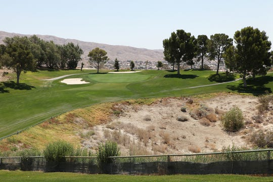 The 11th hole of the Mission Lakes Country Club in Desert Hot Springs.  (Marilyn Chung/The Desert Sun)