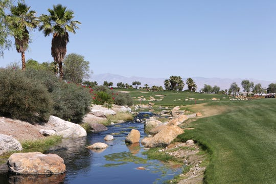 The 18th hole at the Escena Golf Club in Palm Springs.  (Marilyn Chung/The Desert Sun)
