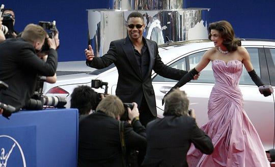 El actor norteamericano Cuba Gooding Jr. y su esposa, a su llegada a la entrega de los premios Laureus 2006.