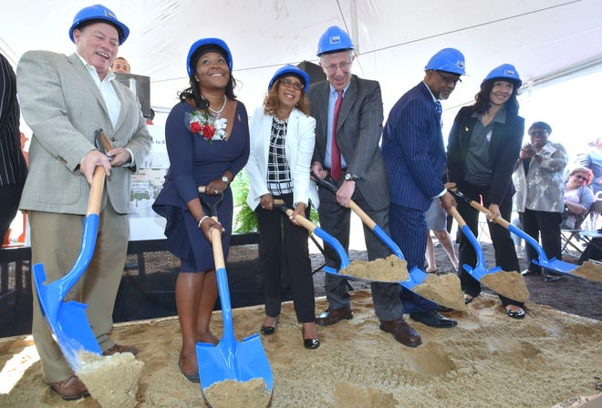 From left, Detroit Mayor Mike Duggan, Linda Little, president & CEO, NSO; Sheilah Clay, immediate past president & CEO, NSO and building namesake; Richard Lichtenstein, Ph.D., NSO board chair; John M. Lucas, pastor, Bethel Church of the Apostolic Faith; and Mary Sheffield, Detroit City Council Pro Tem