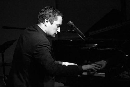 Jazz singer/pianist Danny Sinoff
