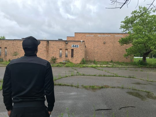 Former MSU defensive back Jeremiah McLaurin visits the Civitan Recreation Center in Saginaw, a legendary facility where Draymond Green and others began their athletic journeys.