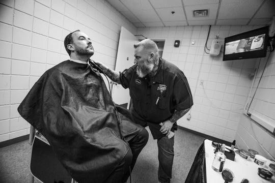 Steve Vilot trimming Dave Matthews' hair