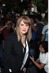 Erika Buenfil asistió al funeral de Edith González.