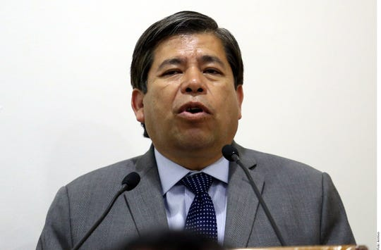 El Instituto Nacional de Migración informó de la renuncia de Tonatiuh Guillén López, sin dar más detalles, a través de una carta en su cuenta de Twitter.