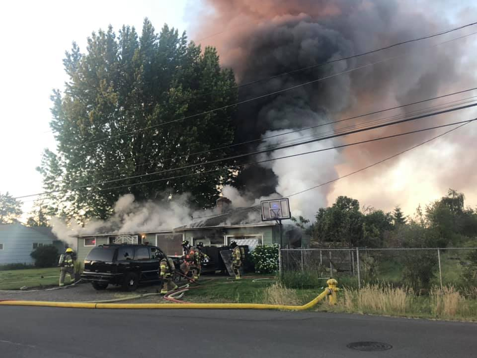 0d9766279026 One man dies from injuries following 2-alarm house fire in southeast Salem