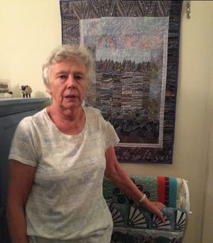 Linda O'Sullivan is one of the original members of Quilters Unlimited.