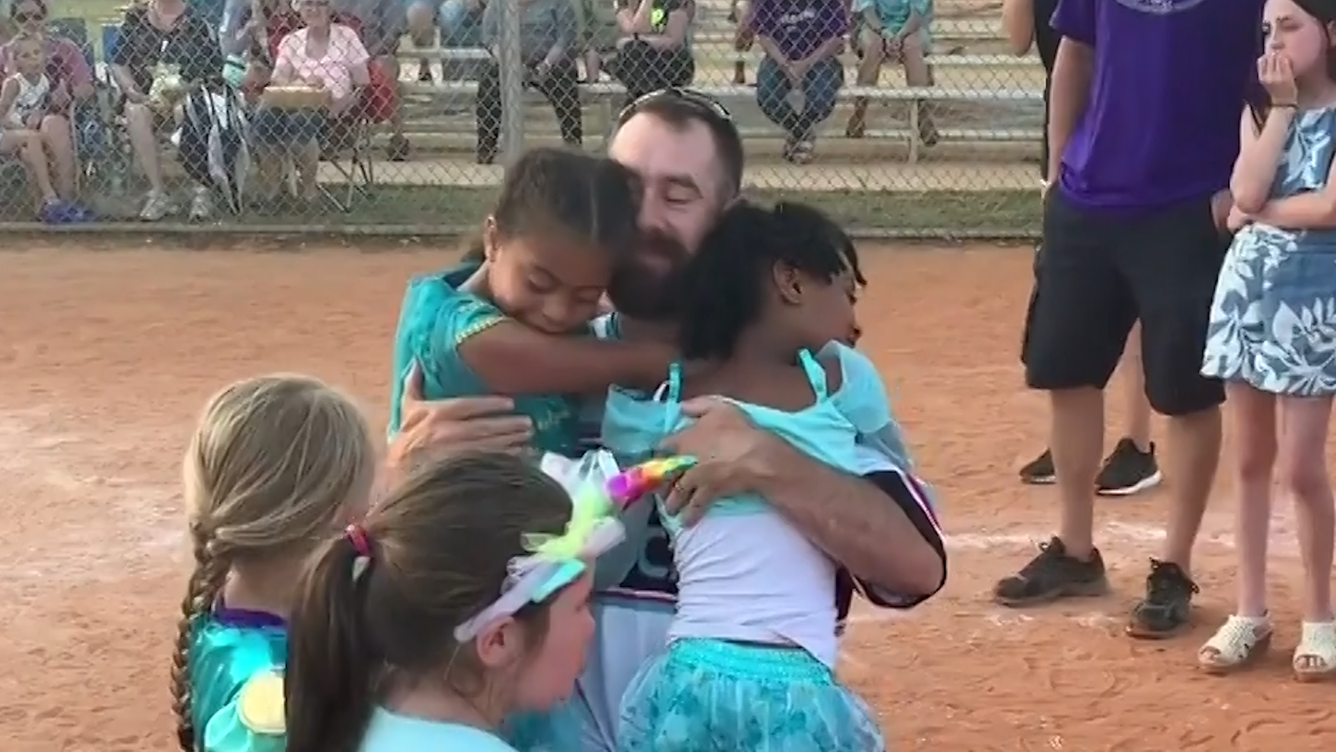 military dad surprises kids - HD 1920×1080