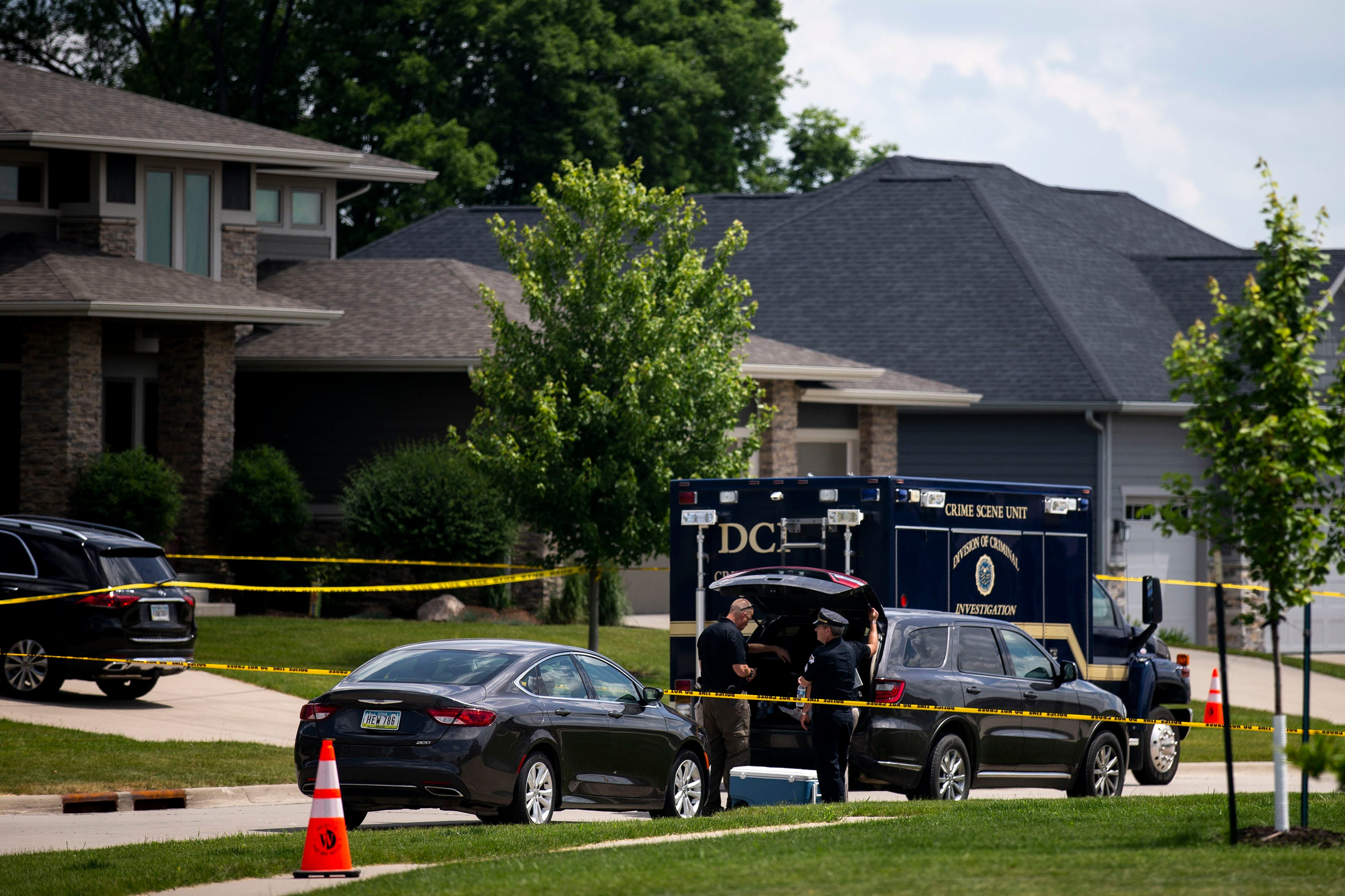 4 bodies found in West Des Moines home suffered gunshot wounds