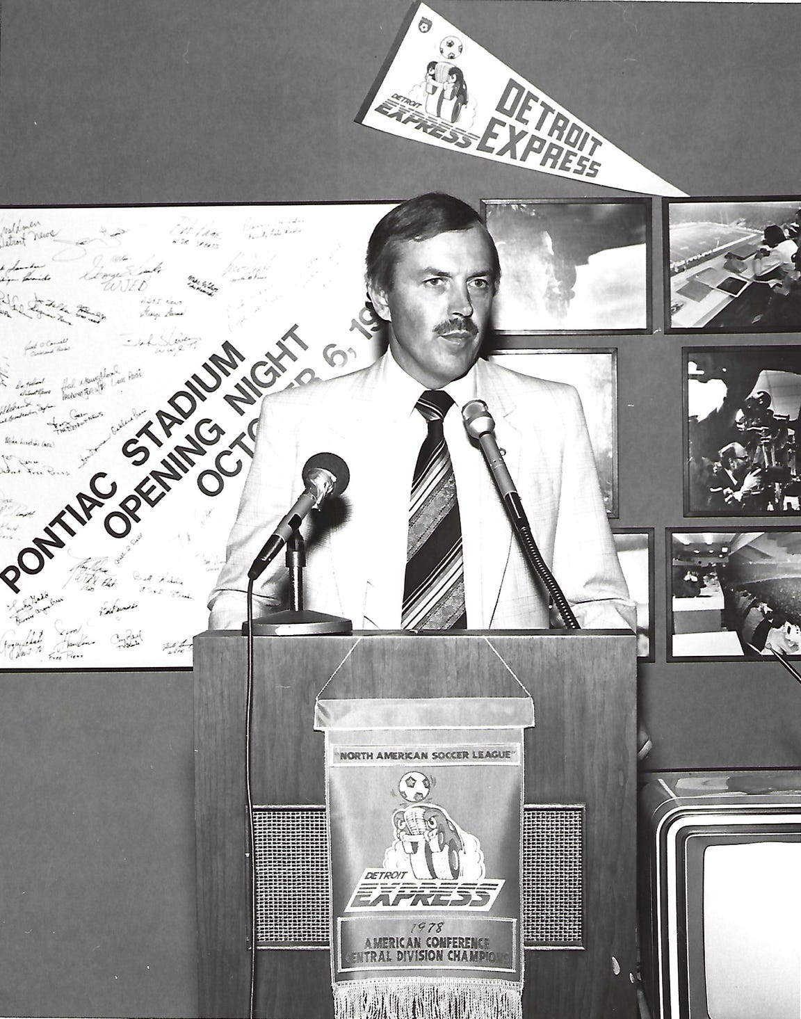 Detroit Express co-owner Roger Faulkner makes an announcement during a 1979 news conference.