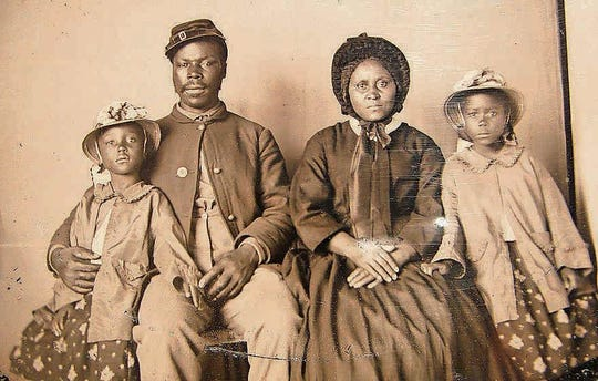 A photo of American slaves from the Library of Congress.