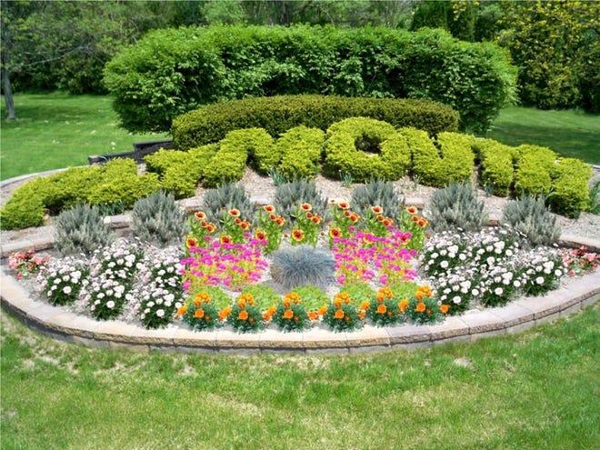"The Trailwood Garden Club's ""Flowers are Forever"" Garden Walk returns Tuesday."