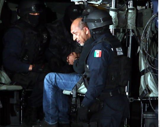 Servando Gómez 'La Tuta' al momento de ser arrestado.
