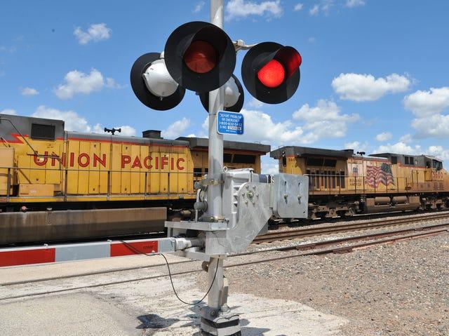 Wichita Falls law would prohibit walking between, under railroad cars