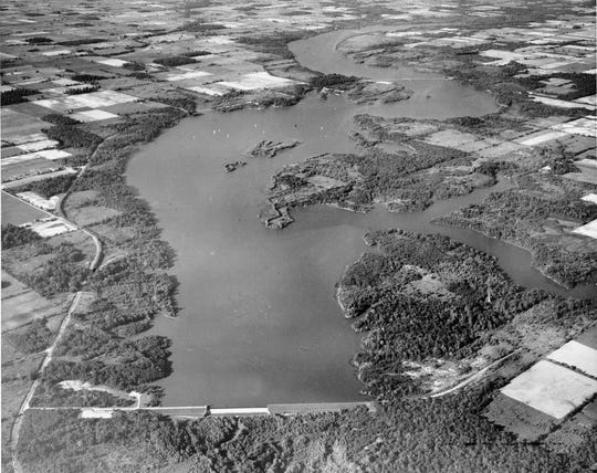 Geist Reservoir, circa 1960, shortly before the Indianapolis Water Company announced it was planning to close land around the banks and convert it into exclusive homesites. In the foreground is the dam, built by the water company across Fall Creek.