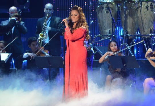 La cantante Jenny Rivera se presenta en la entrega de los premios Billboard Latinos hoy, jueves 26 de abril, en el Bank United Center de Miami, Florida (EE.UU.).