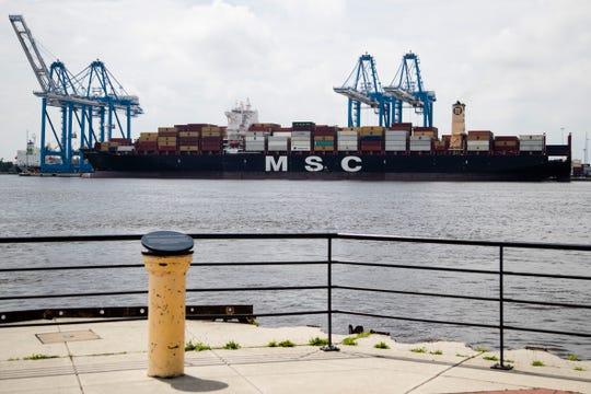 Sitios web que rastrean naves indicaron que navegaba con bandera de Liberia y llegó a Filadelfia el lunes después de las 5 de la tarde.
