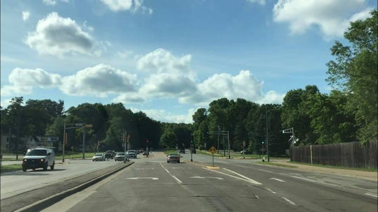 Two left turn lanes that allow drivers on Riverview Expressway to turn onto Second Avenue South in Wisconsin Rapids. 64% of drivers who turn left onto Second Avenue South use the turn lane on the right side, while the other 36% use the lane on the left, according to the DOT.