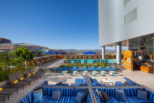 LUSTRE Rooftop Bar, the pool at the Kimpton Hotel Palomar in downtown Phoenix, is hosting complimentary bootcamps on Saturday.