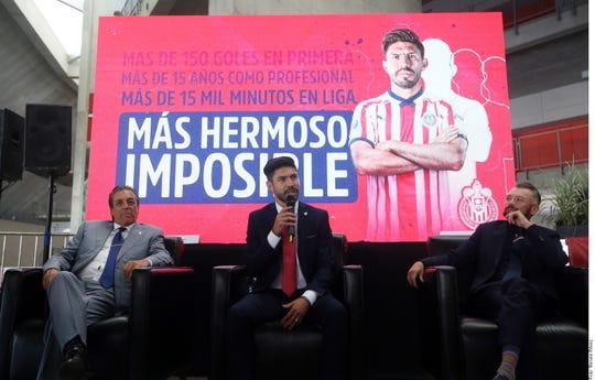 Oribe Peralta, nuevo jugador de Chivas, habla para los medios.