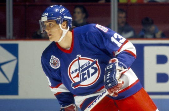 Teemu Selanne scored 76 goals as a Winnipeg Jets rookie and later starred with the Anaheim Ducks.