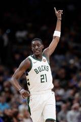 Pistons acquire Tony Snell, No. 30 pick from Bucks