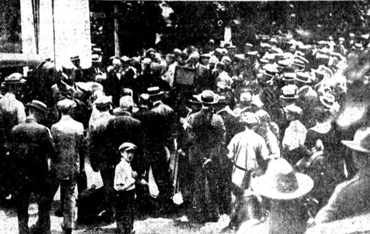 Thousands assemble for the opening of the Lackawanna Trail in 1922.