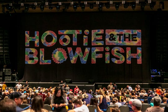 Hootie & the Blowfish perform on June 19, 2019 at Ak-Chin Pavilion in Phoenix.